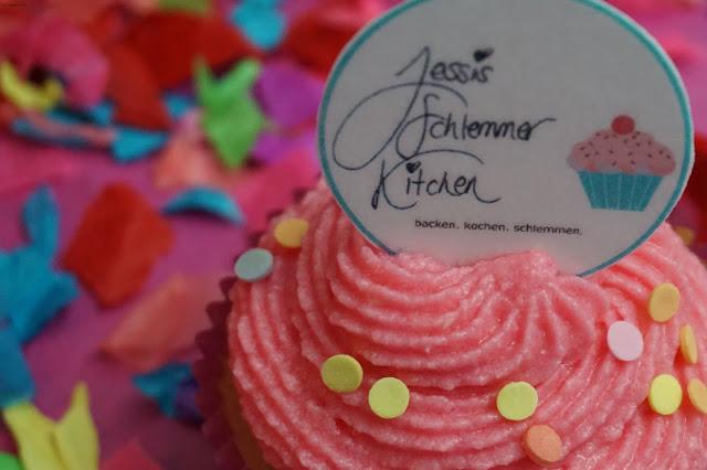Sekt-Cupcakes-Konfetti-Jessi's Schlemmer Kitchen- Vanille- Geburtstag