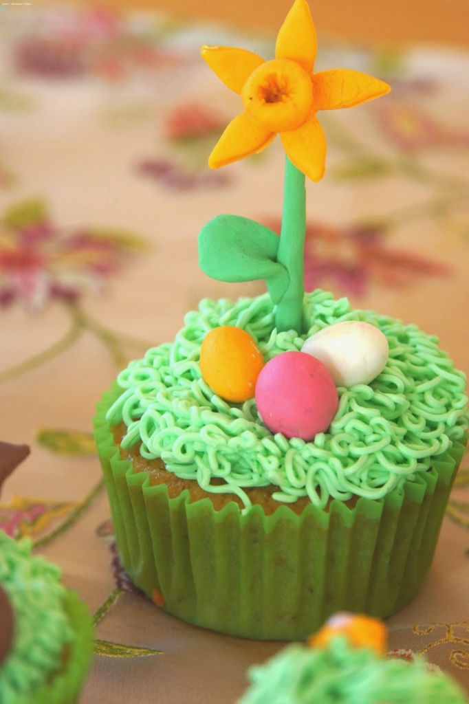 Ostern:Cupcakes-Narzisse-Gumpaste