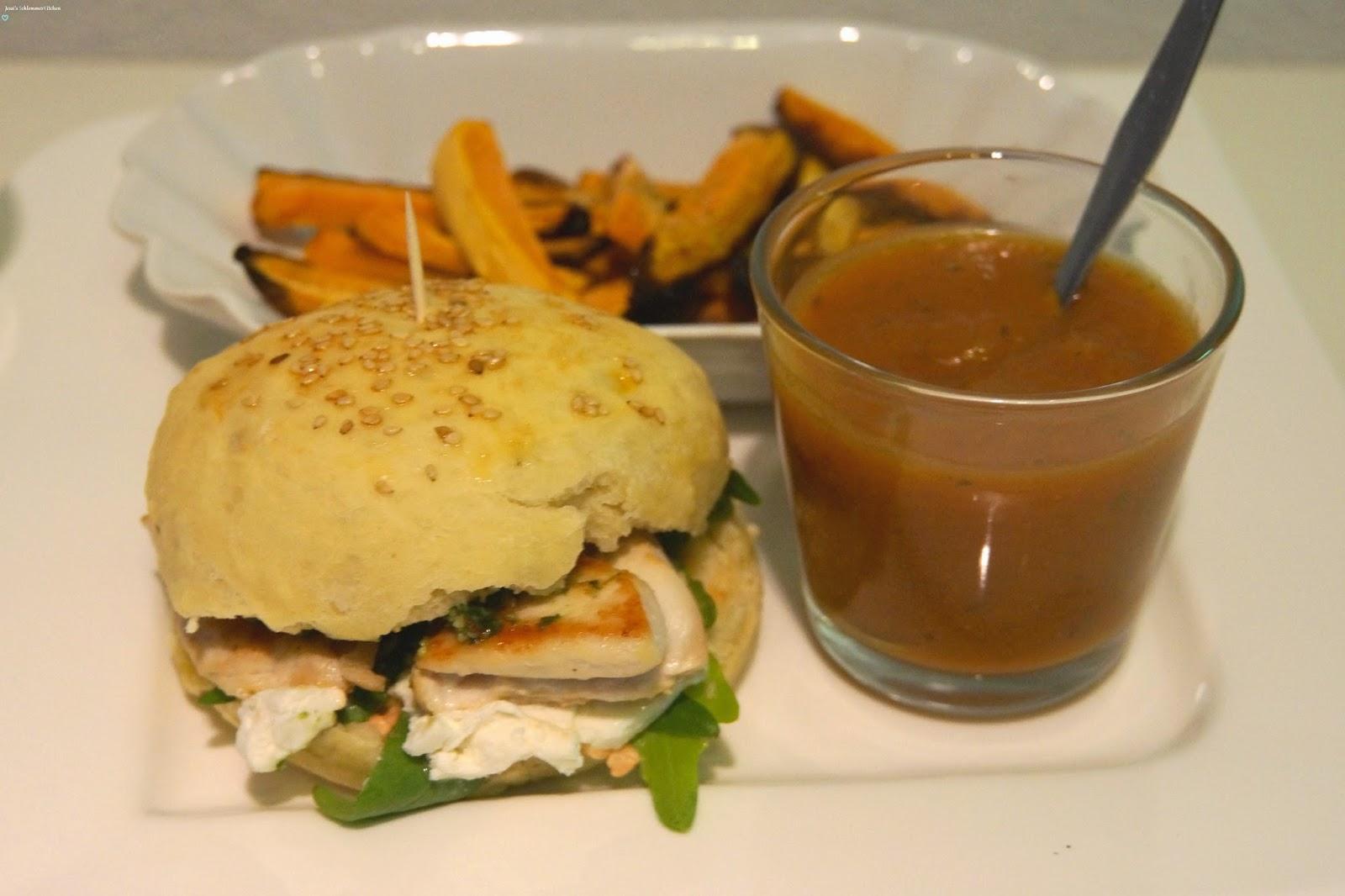 Italian-Burger-Süßkartoffelpommes-Sauce