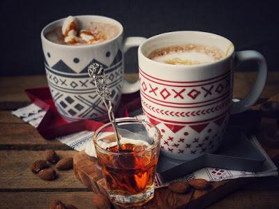 http://www.tellaboutit.de/advent-advent-das-erste-lichtlein-brennt-lumumba-und-marshmallow-kakao/