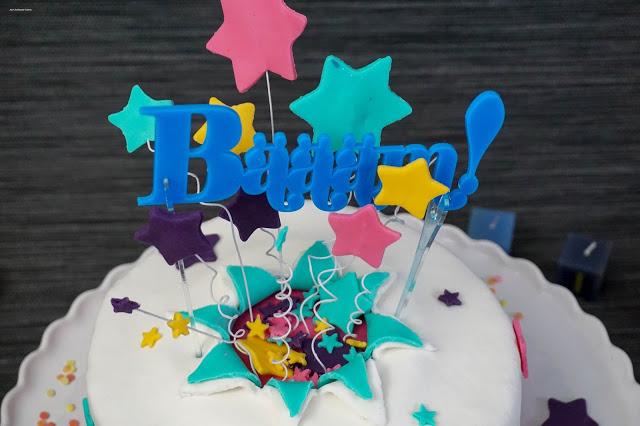 Geburtstag-Sterne-Fondant-explodierte-Torte