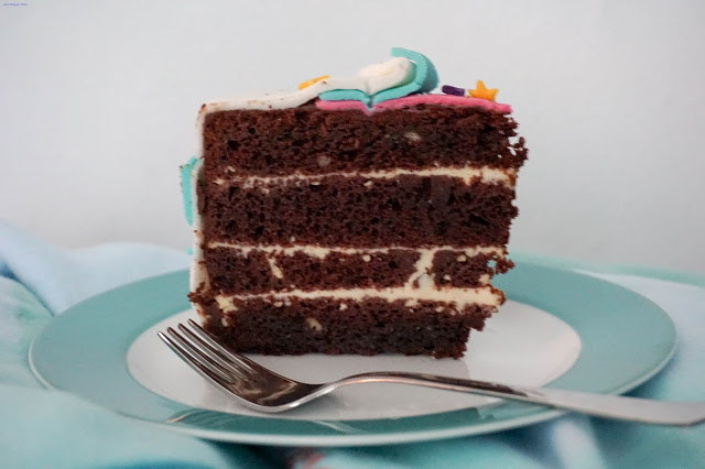 explodierte-Torte-Anschnitt-Schokoladenkuchen-Orangenfüllung