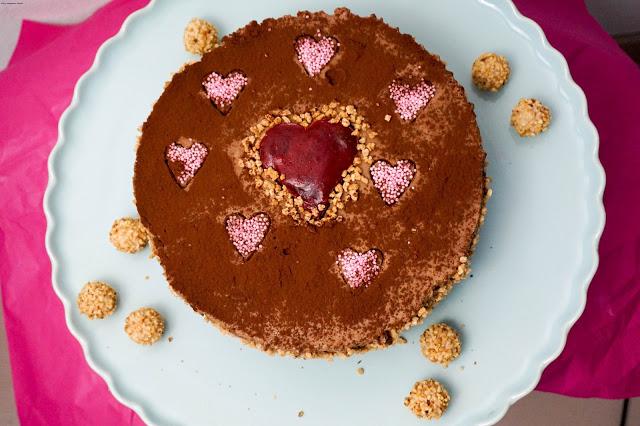 Schokolade-Mousse au chocolate-Kuchen-Valentinstag