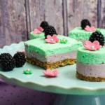 No-bake-Frühlingstörtchen mit Brombeer- und Limetten Creme