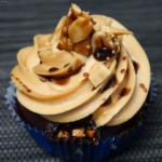Erdnuss-Cupcakes mit Snickers