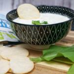 Rice Crackers, Lachaufstrich und Bärlauch Dip