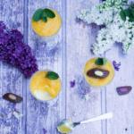 Mango-Mousse mit einer feinen exotischen Praline