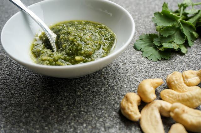 Koriander-Minz Pesto mit Cashewkernen