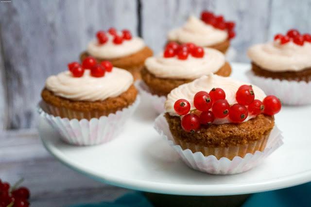 Johannesbeer-Vanille-Cupcakes