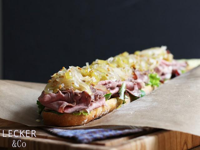 Roastbeef-Sandwich mit Gurkenrelish und Wasabi Majo - Lecker&Co